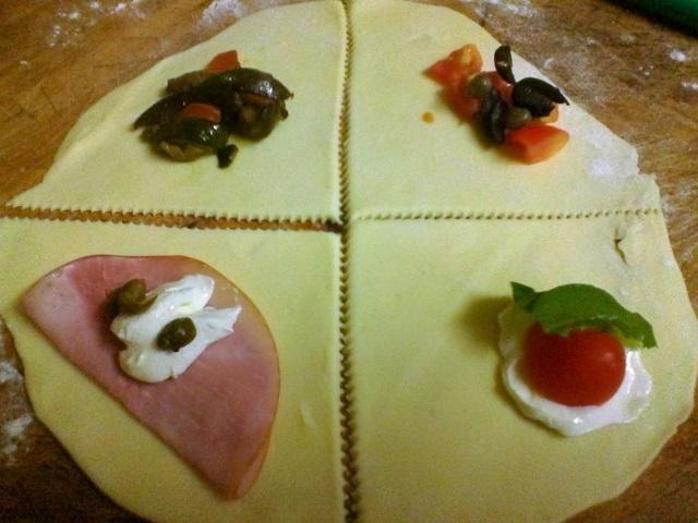 Cornetti-salati-ripieni-e-cucchiai-di-sfoglia-con-gorgonzola-e-noci-3