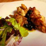 Coniglio alla ligure ricetta tradizionale con pinoli e olive taggiasche