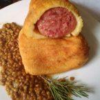 Cotechino in crosta di patate al forno con lenticchie in umido