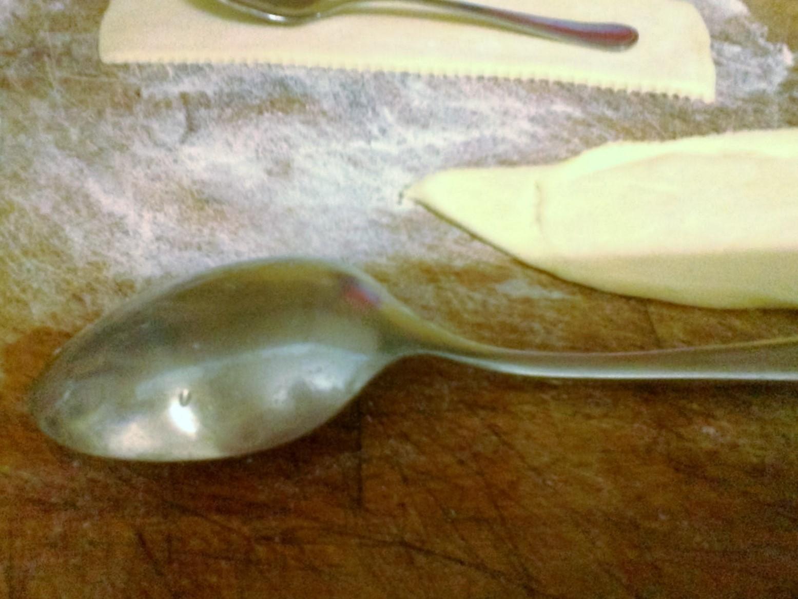 Cornetti-salati-ripieni-e-cucchiai-di-sfoglia-con-gorgonzola-e-noci-9