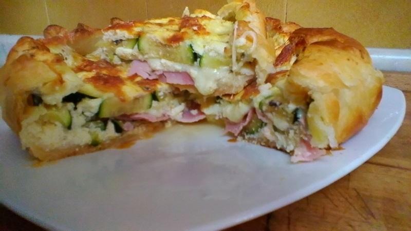 Torta salata con zucchine, prosciutto e formaggio ricetta velocissima