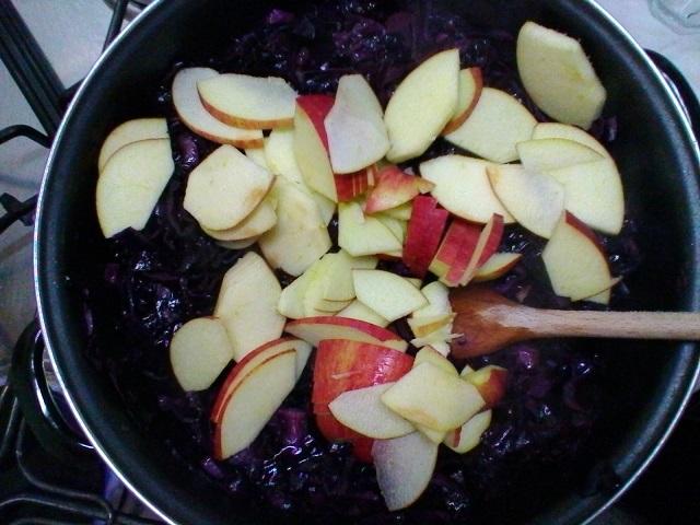 Come cucinare il cavolo cappuccio viola con le mele