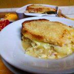 La zuppa di cipolle con fontina,gratinata in forno,un classico intramontabile