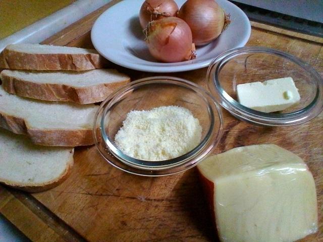 zuppa di cipolle con fontina,gratinata in forno